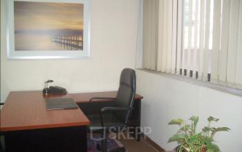 Equipped office with desk at Carrer de la Diputació 279