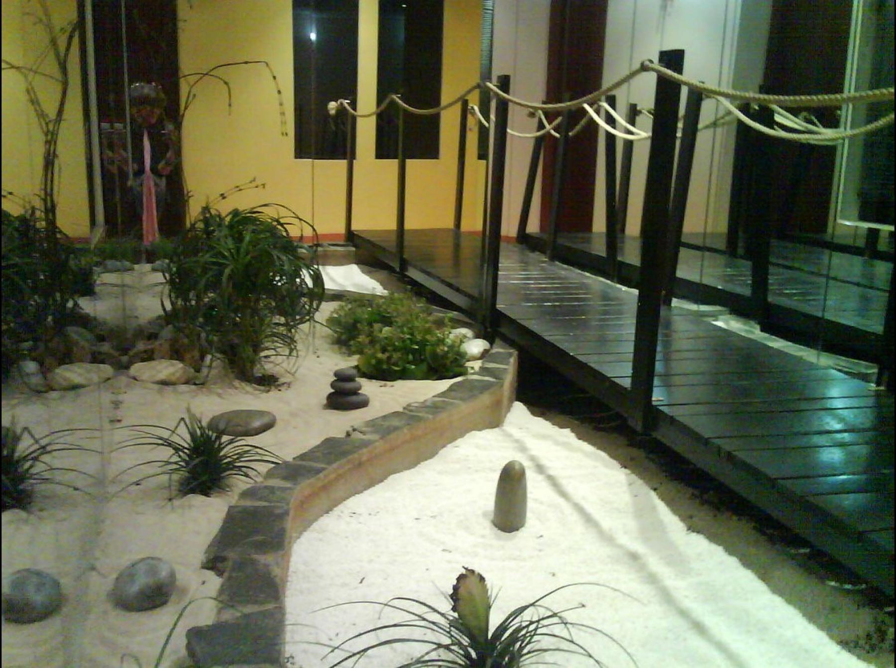 A Zen garden to relax at Carrer de la Diputació 279