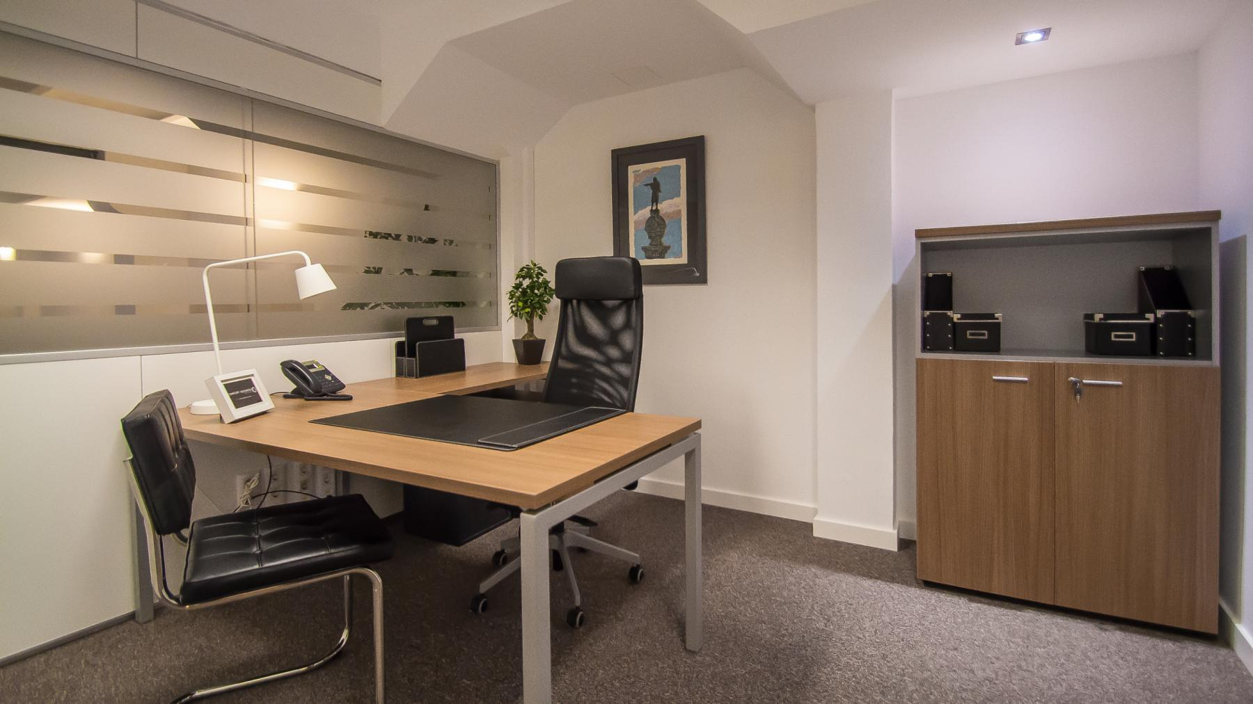 Office with class to rent at Carrer d'Aribau 161