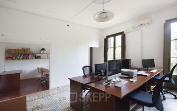Puedes trabajar en estas oficinas en Gran via Corts Catalanes