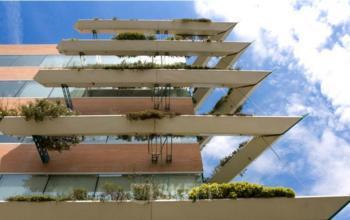 Foto lateral del edificio de oficinas en Sant Cugat I