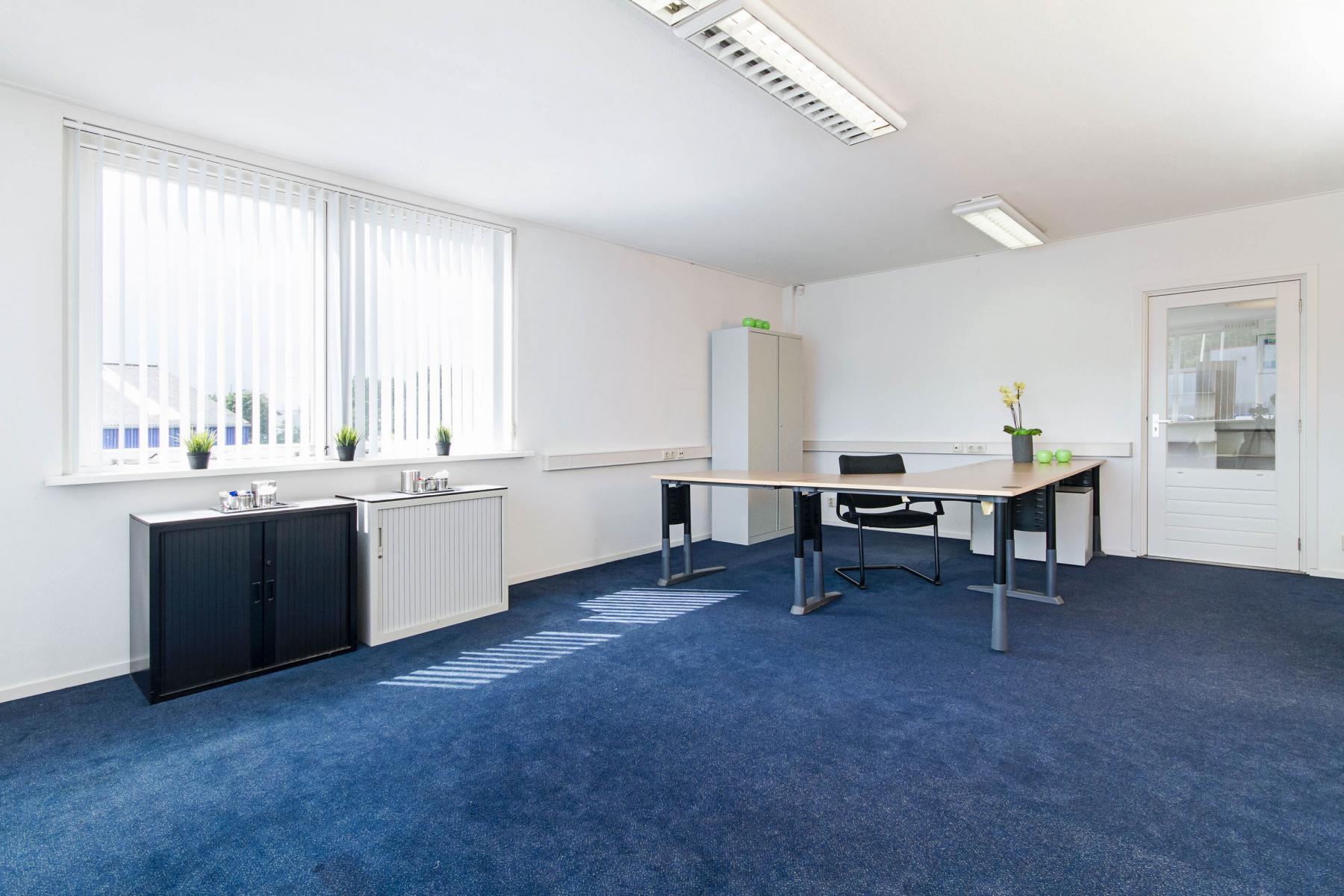 kantoorruimte binnenzijde werkplek overzicht