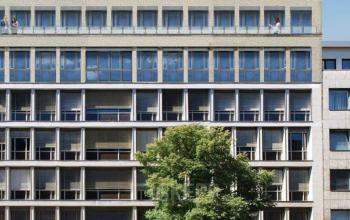 Fassade des hochmodernen Business Centers an der Nürnberger Straße in Berlin-Charlottenburg