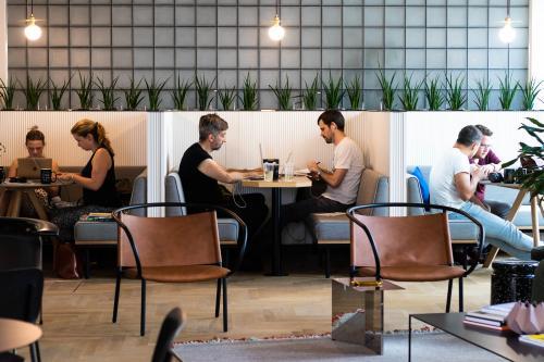 Arbeitsplatz mieten im kreativen Coworking Bereich in Berlin Kreuzberg an der Stresemannstraße