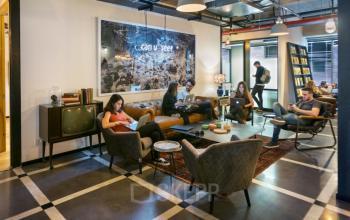 Stylisch eingerichteter Coworking-Bereich