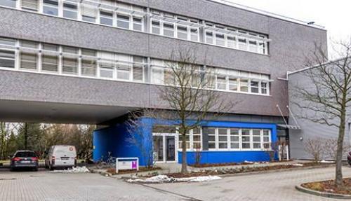 Schöne Außenansicht vom Bürogebäude in Berlin Marzahn