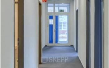 Langer Flur mit Büros zur Miete im Business park in Berlin Marzahn