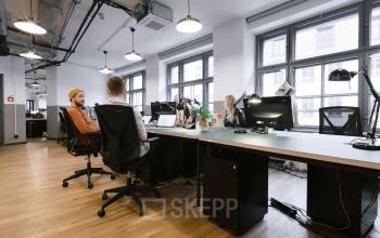 Top eingerichtetes Büro mit parkettboden und bester Aussicht