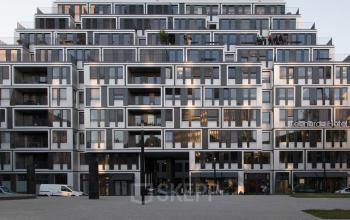 Außenansicht Bürogebäude mit beeindruckender Glasfassade