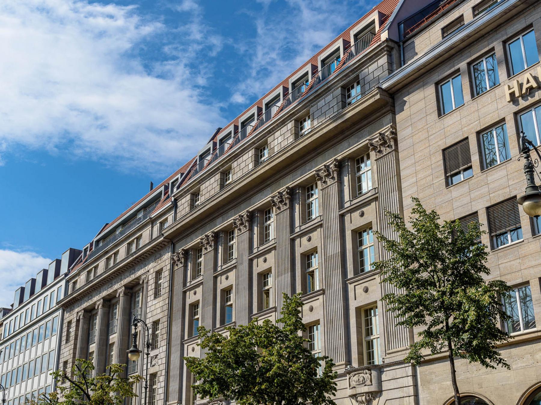 Außenansicht Bürogebäude mit fantastischer Fassade