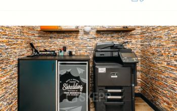 Stylischer Bereich mit Bürogegenständen wie Drucker in Berlin Mitte