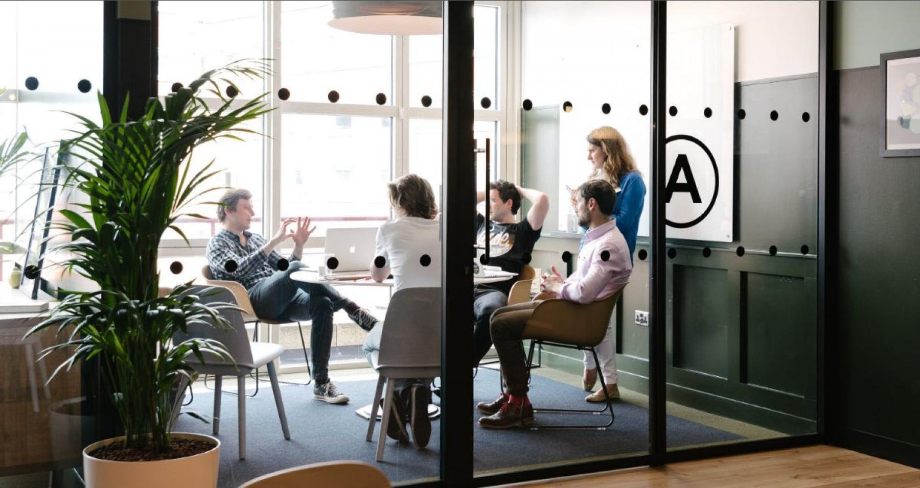 Modernes offenes Büro mieten an der Alexanderstraße in Berlin Mitte