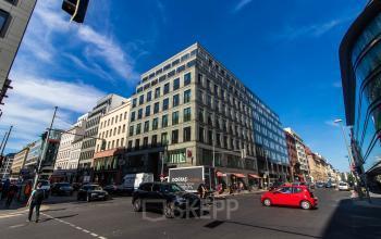 Schöne Außenansicht vom Bürogebäude in Berlin Mitte