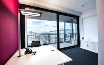 Großes Büro mieten in Berlin Mitte mit schöner Aussicht