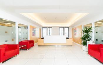 Bürogebäude in Berlin mit hochwertiger Rezeption