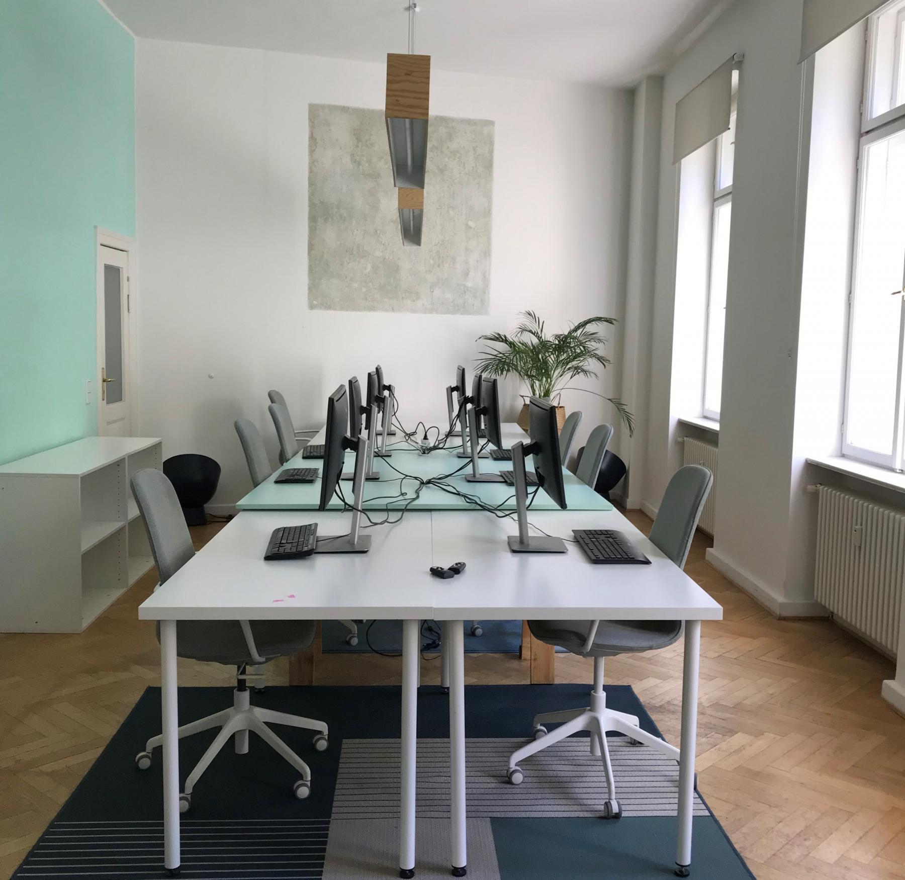 Büroraum mieten mit hellen Privatbüros in Berlin