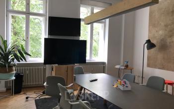 Großer Meetingraum im Bürogebäude in Berlin Mitte