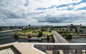 Aussicht auf die Spree vom Bürogebäude in Berlin Moabit