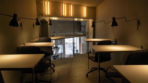 Beeindruckende Arbeitsplätze zur Miete im Bürogebäude in Berlin