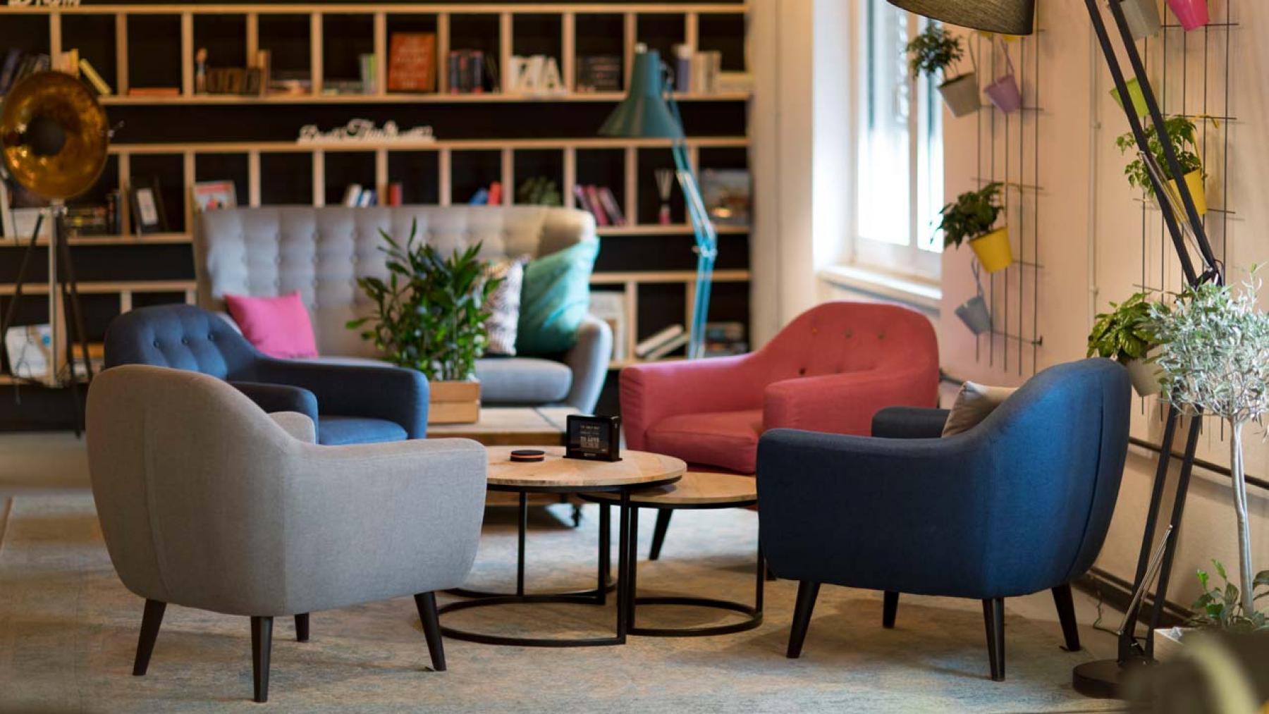 Gemütliche Sitzecke zum Arbeiten und für Besprechungen