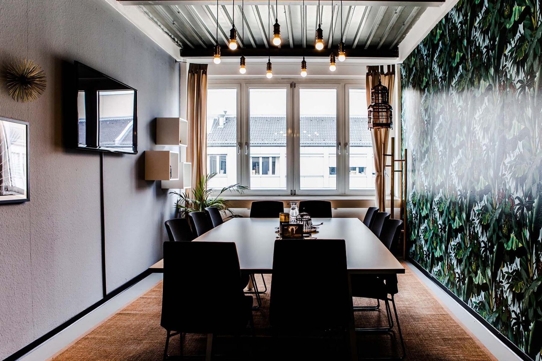 Modern eingerichteter Konferenzraum mit toller Aussicht