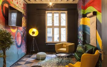 Hipper Gemeinschaftsbereich in stylischen Farben