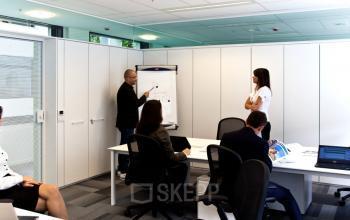 vergaderruimte in kantoor in brussel europese wijk