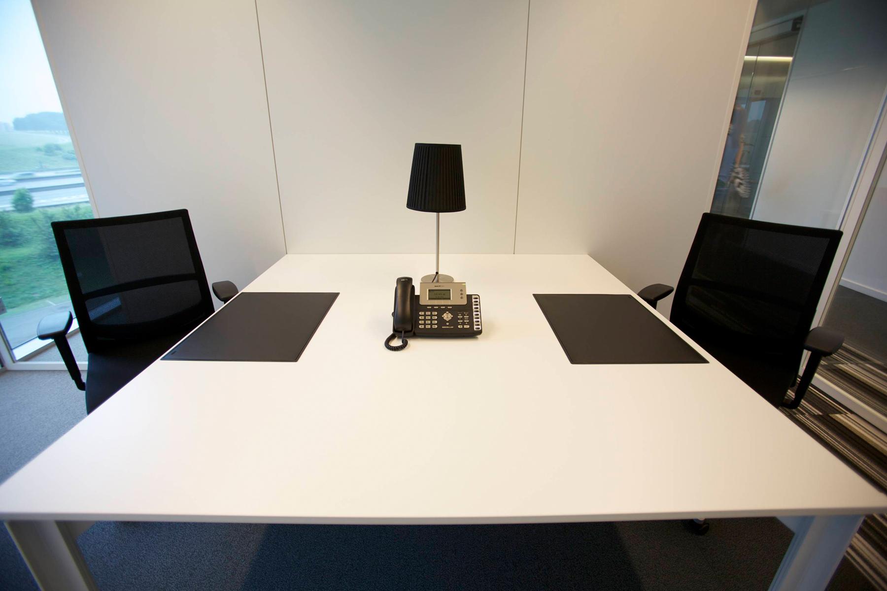 kantoorruimte brussel airport kantoorunit meubilair telefoon stoel bureau