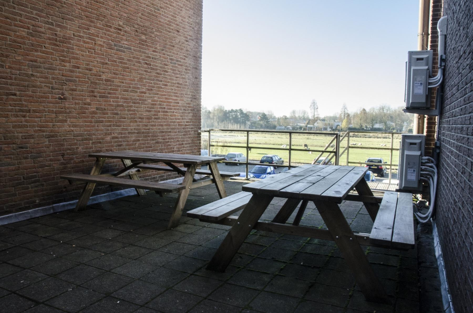outside tables lunchroom