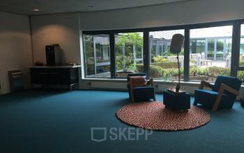 koffiecorner loungeruimte gemeenschappelijke ruimte capelle aan den ijssel rivium boulevard kantoorpand