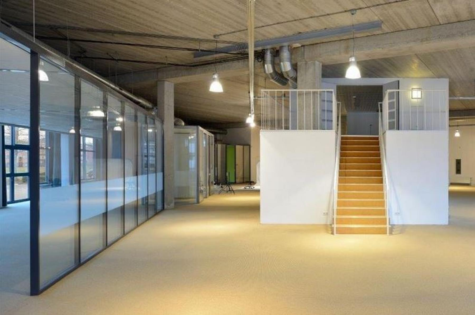 ramen vloerbedekking kantoorgebouw capelle aan den ijssel rivium boulevard huur