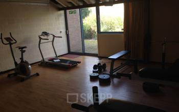 fitnessruimte sportruimte loopband hometrainer sporten na het werk kantoorpand cuijk kantoorruimte werkplek huren