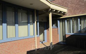 achterzijde kantoorpand cuijk de nieuwe erven dak ramen