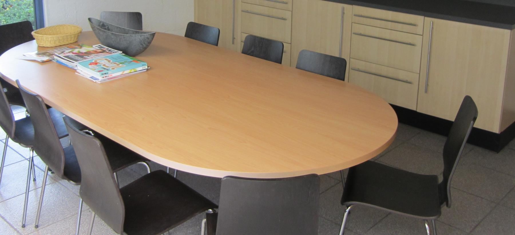 vergaderruimte cuijk kantoorpand tafel stoelen pantry
