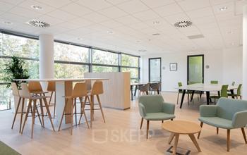 przestrzeń wspólna w biurowcu