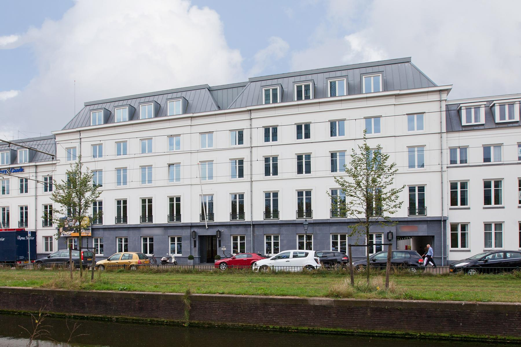 buitenaanzicht kantoorpand Den Haag Koninginnegracht