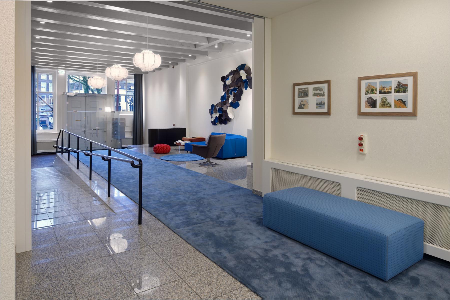 kantoorruimte huren dordrecht wolwevershaven loungebank kantoor dordrecht gang muurschilderij