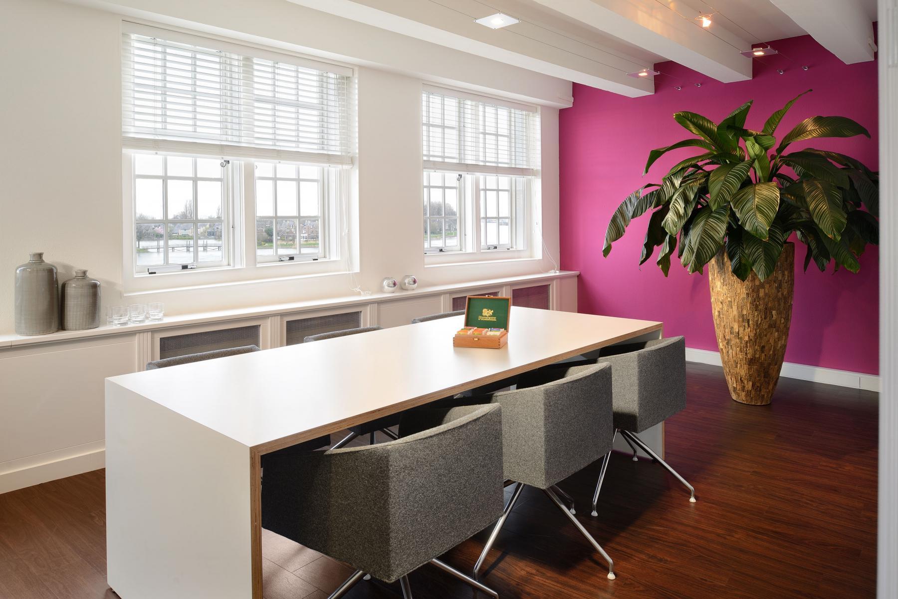 vergaderruimte lunchtafel kantoorgebouw dordrecht