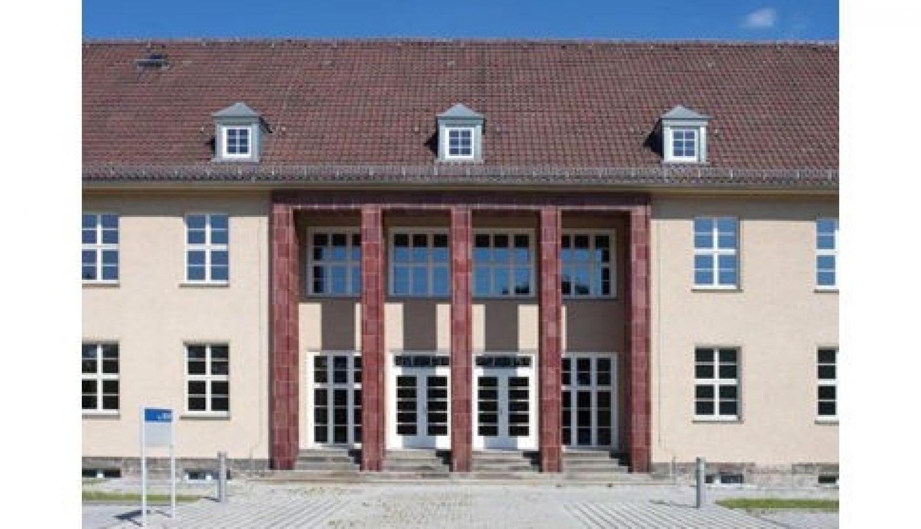 Beeindruckende Außenansicht des Bürogebäudes in Dresden, zur Wetterwarte