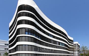 Stilvolle Außenansicht des Bürogebäudes in Düsseldorf-Lohausen