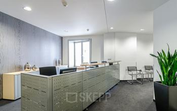 Stilvoller Empfangsbereich der Immobilie in Düsseldorf