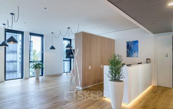 Moderner Empfangsbereich des Business Centers in Düsseldorf Nord
