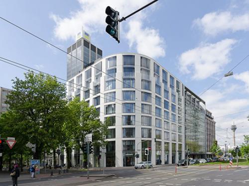 Beeindruckende Außenansicht der Immobilie an der Königsallee in Düsseldorf