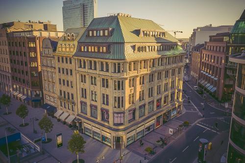 Beeindruckende Außenansicht des Bürogebäudes in Düsseldorf Königsallee