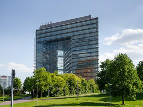 Beeindruckende Außenansicht des Bürogebäudes in Düsseldorf-Bilk