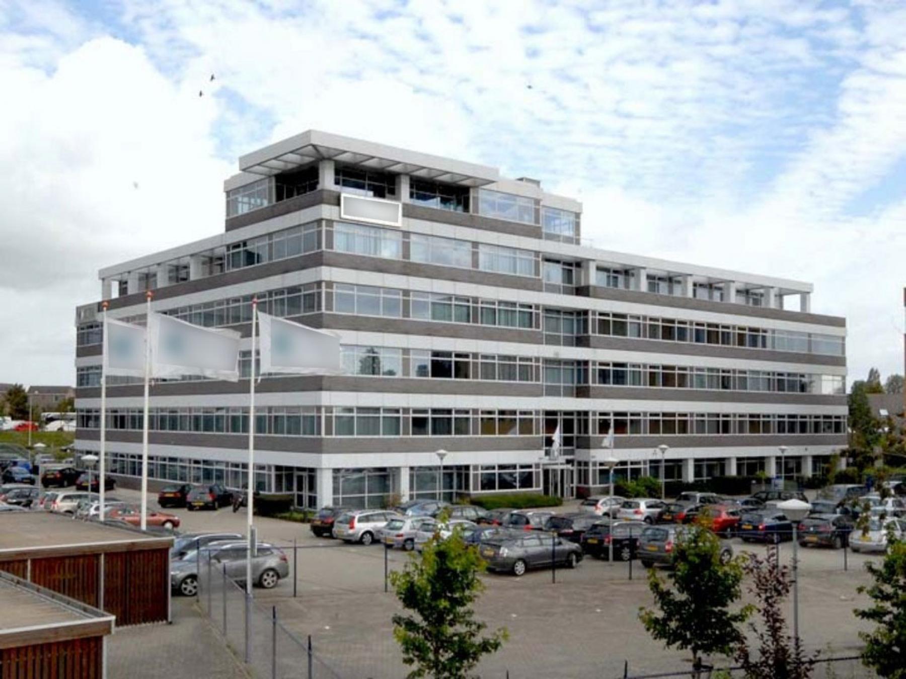 buitenzijde parkeerplaats kantoorgebouw huren skepp
