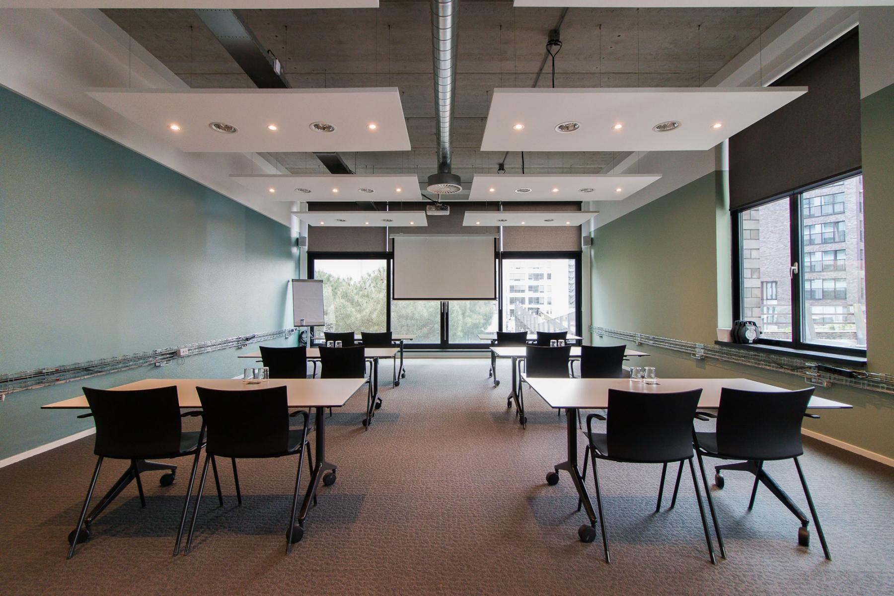 Conference rooms with beamer in Eindhoven