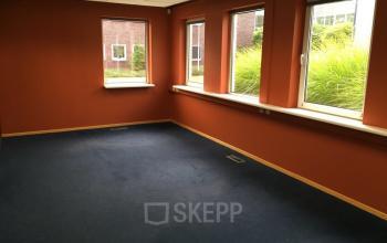 kantoorkamer vloerbedekking ramen uitzicht kantoorpand emmen hoenderkamp