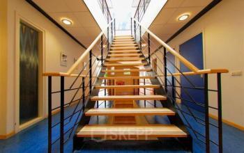 trappenhuis kantoorpand emmen hoenderkamp vloerbedekking