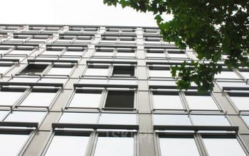 Stilvolle Außenansicht des Bürogebäudes an der Mainzer Landstraße in Frankfurt